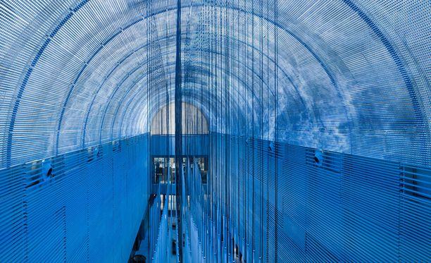 Jättikokoinen kaareva näyttö on Euroopan suurin.