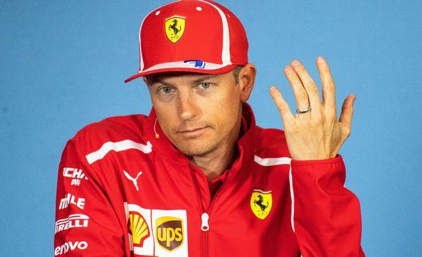Kimi Räikkösen tulevaisuus Ferrarilla on vaakalaudalla.