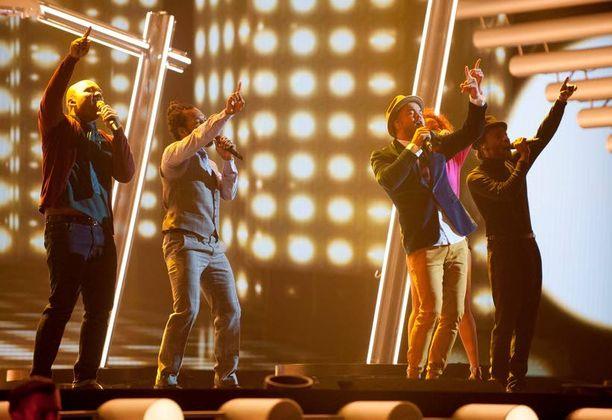 Australia lähetti historiansa ensimmäisiin Euroviisuihin Idols-voittaja Guy Sebastianin.
