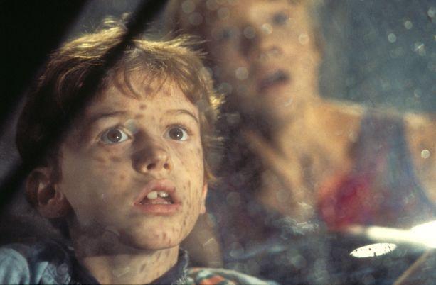 Mazzello näytteli Jurassic Park -elokuvassa dinosauruksia pakenevaa Tim-poikaa.
