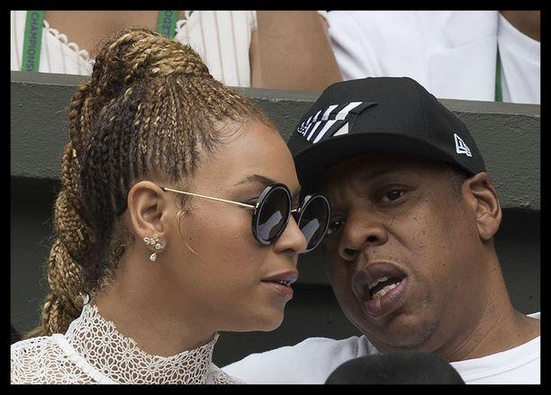 Musiikkimaailman ykköspariskunta sai kesällä toisen ja kolmannen lapsensa. Vuosi sitten kaksikon ympärillä pyöri pettämishuhuja. Jay Z myönsi huhujen olleen totta.