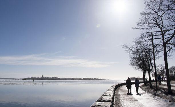Pääsiäisen sää on etenkin maan etelä- ja keskiosissa pääosin aurinkoinen.