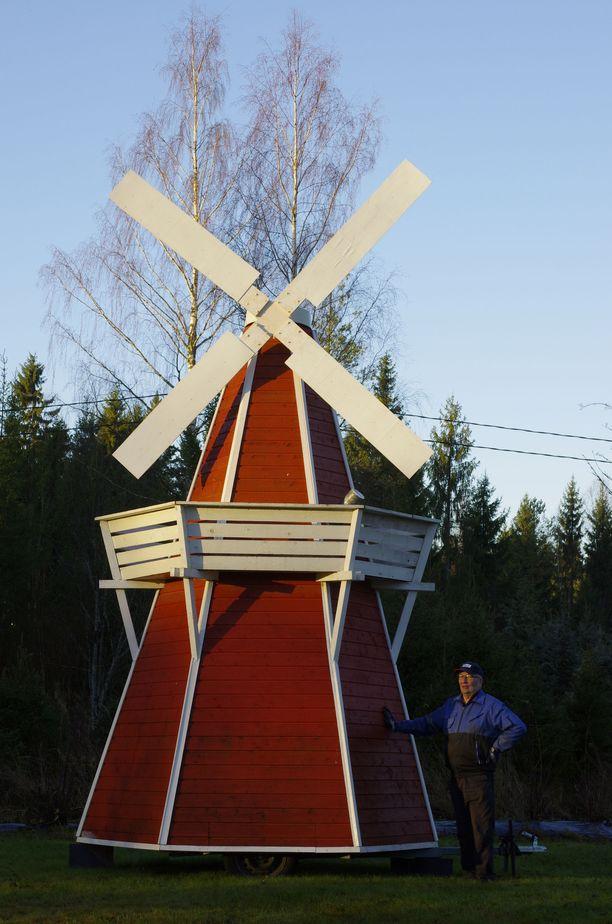 Saunan siivet eivät pyöri, vaikka sauna kovasti tuulimyllyä muistuttaakin.
