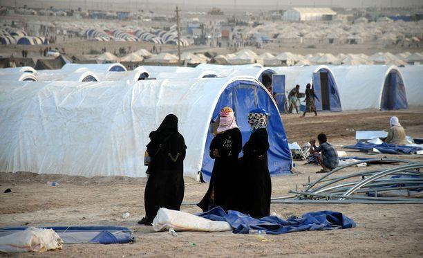 Pakolaisleirille päässeet irakilaiset kertoivat NBC:n haastattelussa, millaista on elää Isisin hurjan vallan alla. Kuvan pakolaisleirin irakilaisnaiset eivät liity jutussa kerrottuun tapaukseen.