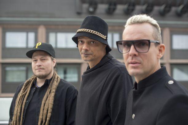Jaakko Salovaara (edessä) on aiemmin ollut yhtyeen mukana vain studiossa, mutta nyt hän nousee myös esiintymislavalle.