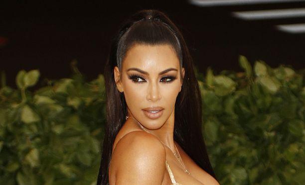 Kim Kardashianin upea hohtava iho ei synny halvalla.