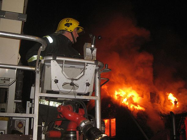 Palokunnan saapuessa paikalle yläkerta oli jo mennyttä.<br>