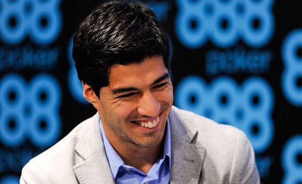 Luis Suárez menetti jättisponsorin iskettyyään hampaansa Chielliniin.