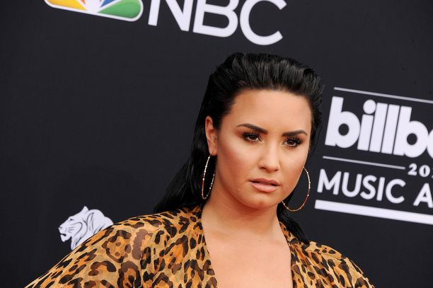 Demi Lovato on ammatiltaan näyttelijä ja laulaja. Hänen tunnetuimpiin laulamiinsa kappaleisiin kuuluu Frozen-elokuvan tunnuskappale Let It Go.