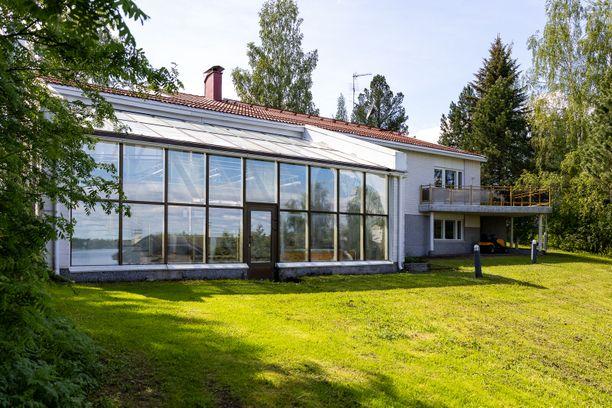 Mervi Tapolan koti on valmistunut 80-luvun alkupuolella.