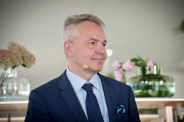 Ulkoministeri Pekka Haavisto palasi Suomeen maanantaina ja piti tiedotustilaisuuden.