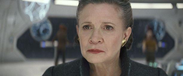 Prinsessa Leiaa esittänyt Carrie Fisher kuoli sairauskohtaukseen pian elokuvan kuvausten päätyttyä. Elokuva on omistettu hänen muistolleen.