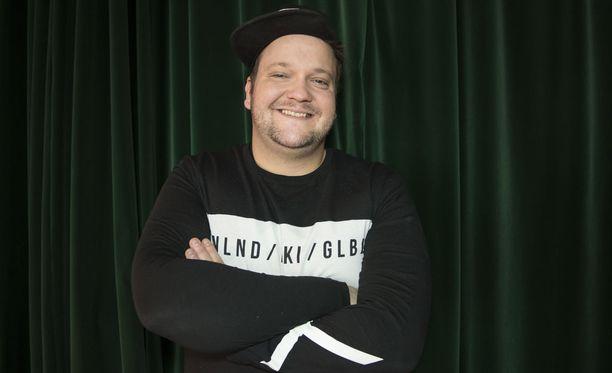 """Näyttelijä Kalle Lamberg haluaisi olla isänä """"hyvä poliisi""""."""