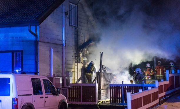 Palosta selvittiin ilman vakavampia henkilövahinkoja.