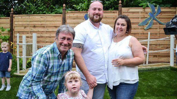 Tänään Rakkaudesta puutarhaan -sarjassa tavataan Coopereiden perhe, jonka Isabelle-tytär kärsii näkökykyä rappeuttavasta silmäsairaudesta.