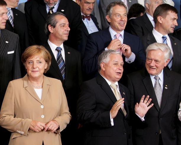 Muut ympäriltä ovat vaihtuneet, mutta Merkel pysyy. Kuva EU-johtajien huippukokouksesta kesältä 2007.
