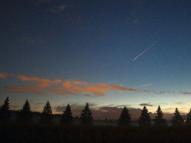 Perseidien tähdenlento viime vuoden elokuussa.