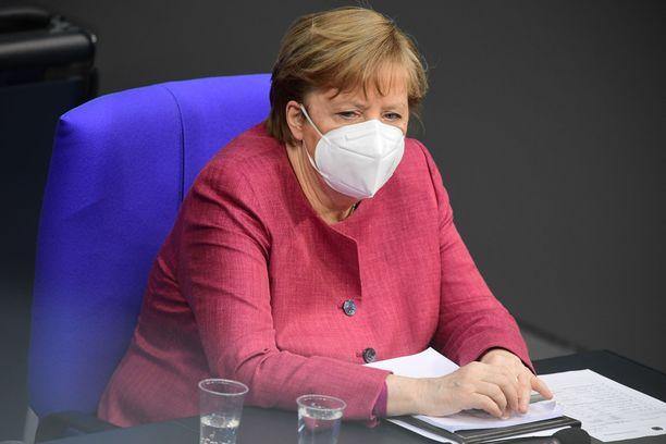 Saksan liittokansleri Angela Merkel sai koronarokotteen ensimmäisen annoksen.