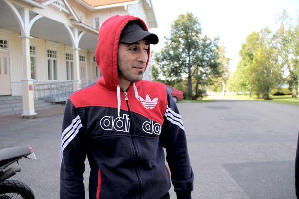 Irakilainen Bakr Salman lähti kotimaastaan sotaa pakoon. Hän on ollut nyt Suomessa reilut kaksi viikkoa.