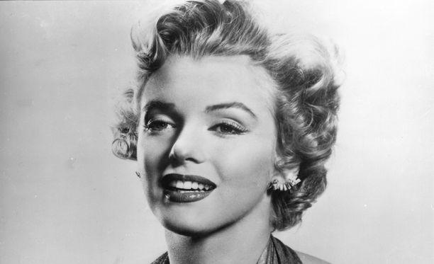 Norma Jeane Mortensonista kasvoi Marilyn Monroe - aikamme suurin seksisymboli.