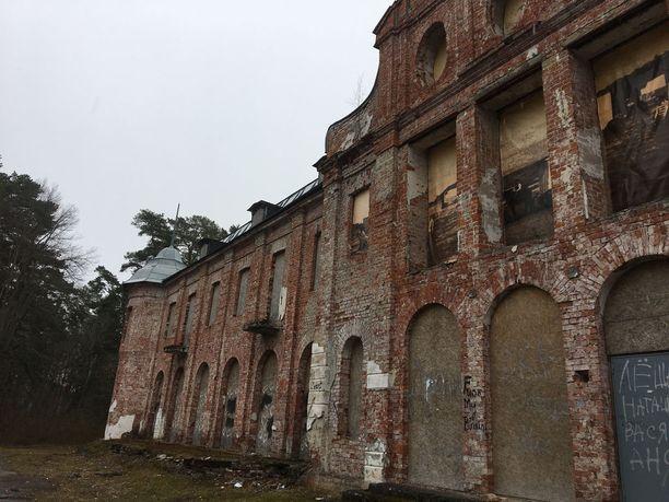 Kuursaal oli ennen kaupungin huvielämän keskus. Raunioituneen rakennuksen kunnostamisesta on puhuttu, mutta rahaa hankkeeseen ei ole löytynyt.