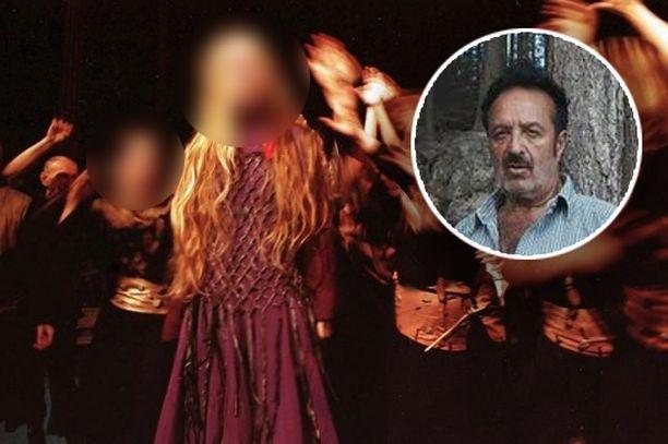 Veijo Baltzarin Orli-oopperaa esitettiin 1990-luvun puolivälissä. Vanhahtavat vaatteet olivat olennainen osa teosta. Kuva on lehdistökuva tuolta ajalta. Esiintyjien kasvot on sumennettu yksityisyyden suojaamiseksi.