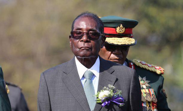 Robert Mugabe on johtanut Zimbabwea vuosikymmenten ajan rautaisella otteella.