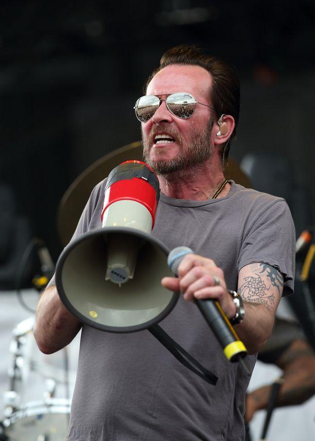 Weiland keikalla Scott Weiland & The Wildabouts -kokoonpanon kanssa toukokuussa Ohiossa.