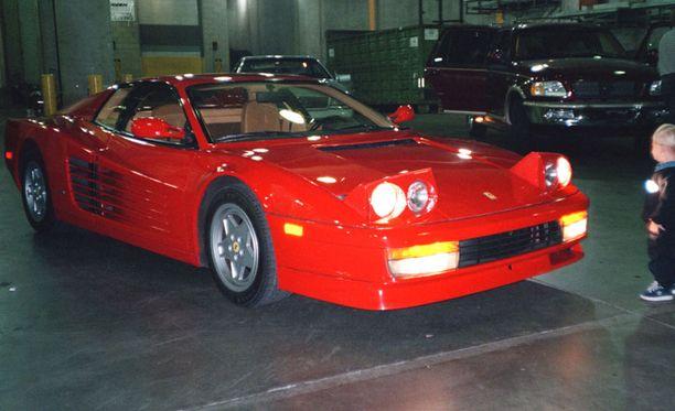 Teemu tallista löytyy myös tämä Ferrari Testarossa.