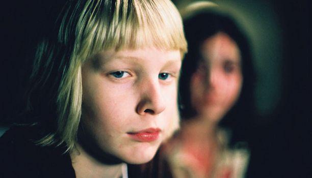 Tarina koulukiusatun pojan ja vampyyrin suhteesta on koskettava