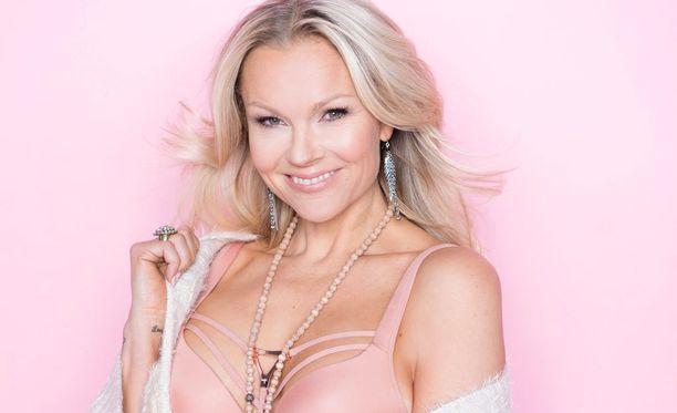 Susanna Tanni on jälleen hurmannut yleisöä, tällä kertaa häntä äänestetään Miss Jetsetiksi.