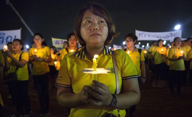 Thaimaalaiset valmistautuvat siihen, että Bhumipolin aika on loppumassa.