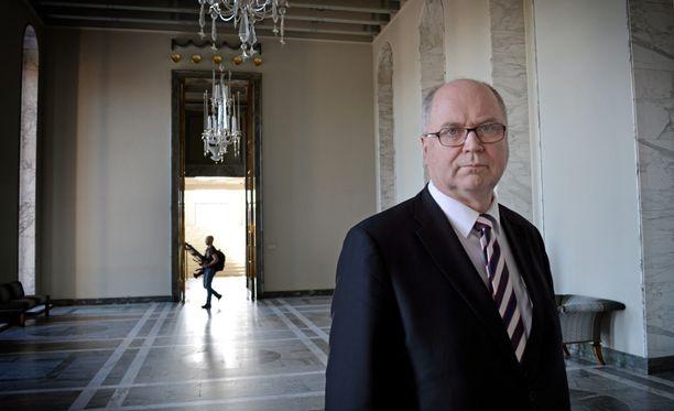 Eduskunnan puhemies Eero Heinäluoma (sd) oli lauantaina eduskunnassa apealla mielellä vaikean vaalikauden päätyttyä.