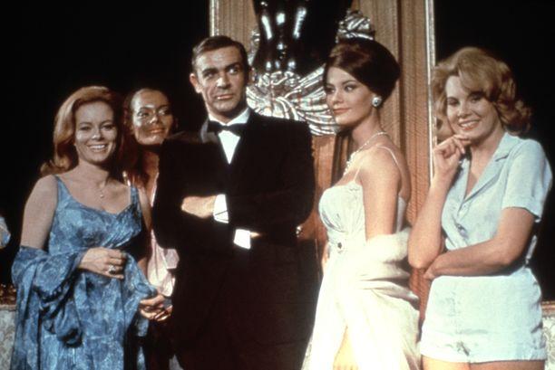 Sean Connery esitti James Bondia elokuvassa Pallosalama (1965). Kuva: AOP