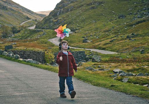 Joeta esittävän Max Venton roolisuoritus autistisena pikkupoikana on kerännyt Briteissä paljon kiitosta.