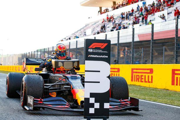 Honda on juhlinut voittoja Red Bullin kanssa. Alexander Albon nappasi uransa ensimmäisen podiumin Mugellossa pari viikkoa sitten.