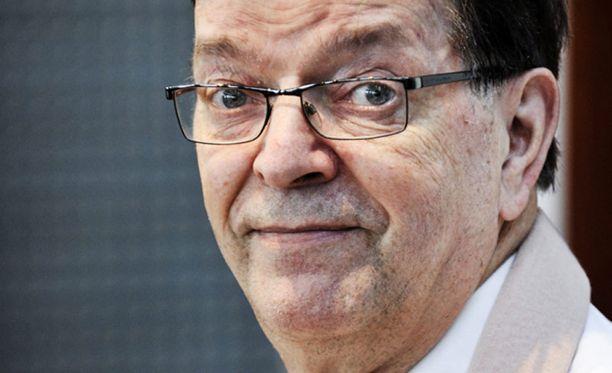 Paavo Väyrynen on jäämässä ainoaksi nimeksi keskustan ehdokaspelissä.