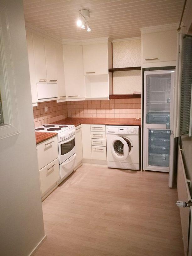 Pieneen keittiöön on mahtunut jopa pesukone.