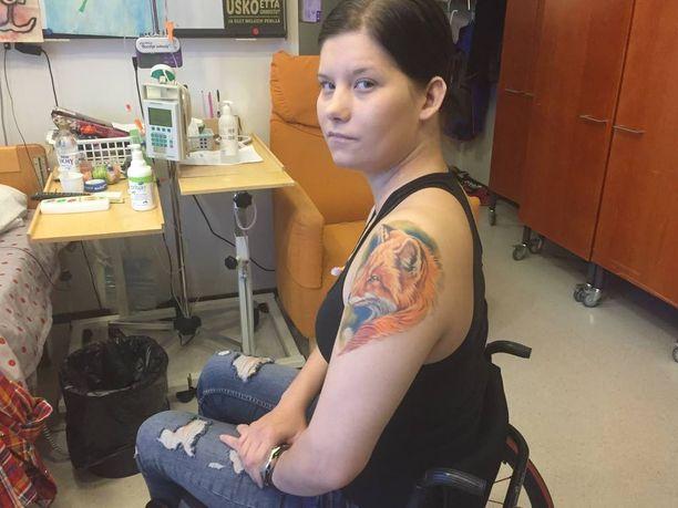 Hyvinkään ampumavälikohtauksessa vakavasti haavoittunella poliisi Heidi Foxellilla on kettutatuointi muistuttamassa häntä sisusta. 27-vuotias Foxell on joutunut käymään läpi yli 150 operaatiota saamiensa vammojen vuoksi.