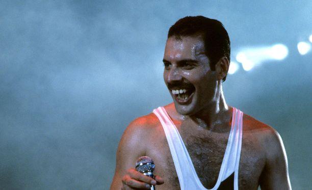 Freddie Mercury ei koskaan korjauttanut hampaitaan.