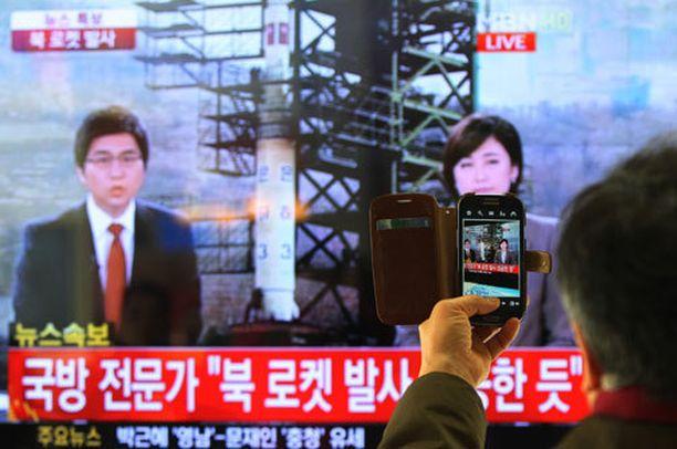 Raketin laukaisusta uutisoitiin isosti Etelä-Koreassa.