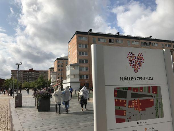 Poliisi on asentanut Hjällbon torille valvontakameroita.