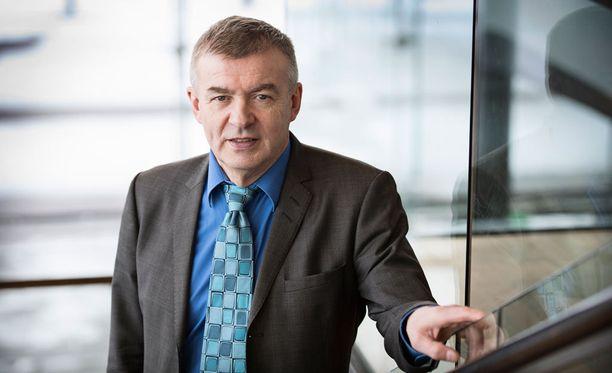 Kalle Lähdesmäki toimii Ampumahiihtoliiton puheenjohtajana.