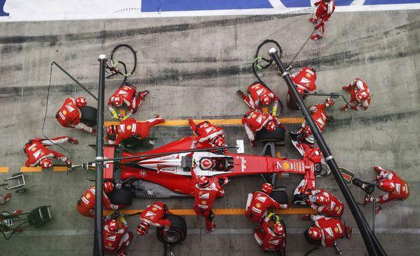 Ferrari aikoo italialaismedian mukaan myllätä henkilöstöään huolella.