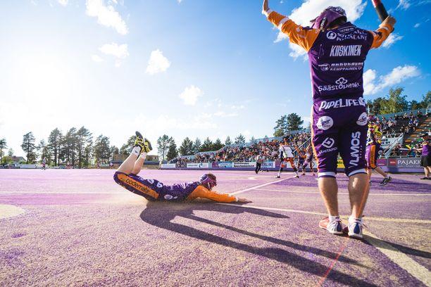 Sotkamon Jymy pelaa kotiottelunsa Hiukan pesäpallostadionilla, jonka VIP-tiloihin murtauduttiin muutama päivä sitten.