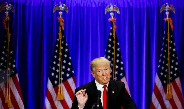 Dokumentaristi Michael Moore ennustaa, että Donald Trumpista tulee Yhdysvaltain presidentti.