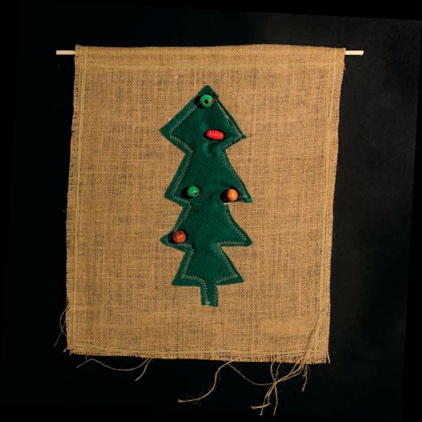 Mummulan tärkein jouluvaate tehtiin 2010-luvulla Keski-Uudellamaalla. Säkkikangas on kuulunut suomalaisten kotien sisustukseen vuosikymmenestä toiseen.