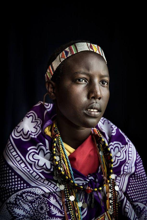 Meeri Koutaniemi kuvasi turvakodissa tyttöjä, jotka ovat paenneet kotoaan voidakseen elää haluamallaan tavalla.