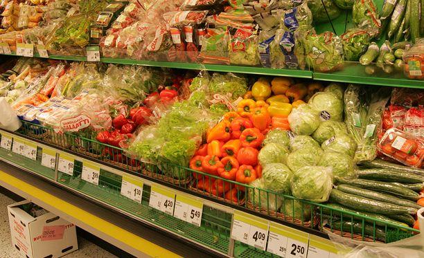 Elintarvikelain lisäys velvoittaisi kauppoja, leipomoita ja vastaavia tuotteita myyviä yrityksiä luovuttamaan syömäkelpoiset, myynnistä tai käytöstä poistetut elintarvikkeet voittoa tavoittelemattomien kolmansien tahojen käyttöön. Kuvituskuva.
