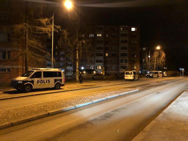 Paikalla Pohjois-Haagassa oli useita poliisin yksiköitä.